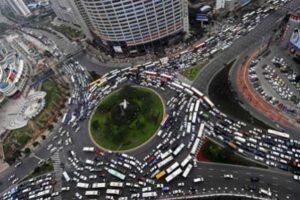 In Cina il governo blocca le immatricolazioni auto