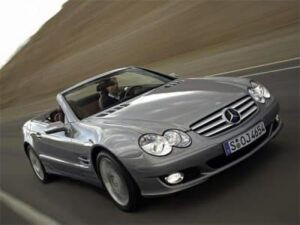 Auto Mercedes-Benz: classe SL per chi ama viziarsi
