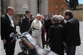 Harley Davidson Dyna Super Glide Custom e il dono di Papa Francesco