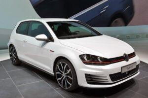 VW Golf 7 GTI: motore TFSI turbo benzina da 220 cavalli (modello 2013)
